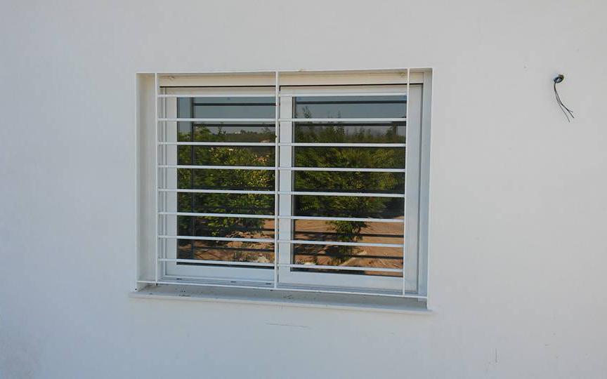 Ventanas de aluminio blanco affordable ventana de for Puertas y ventanas de aluminio blanco precios